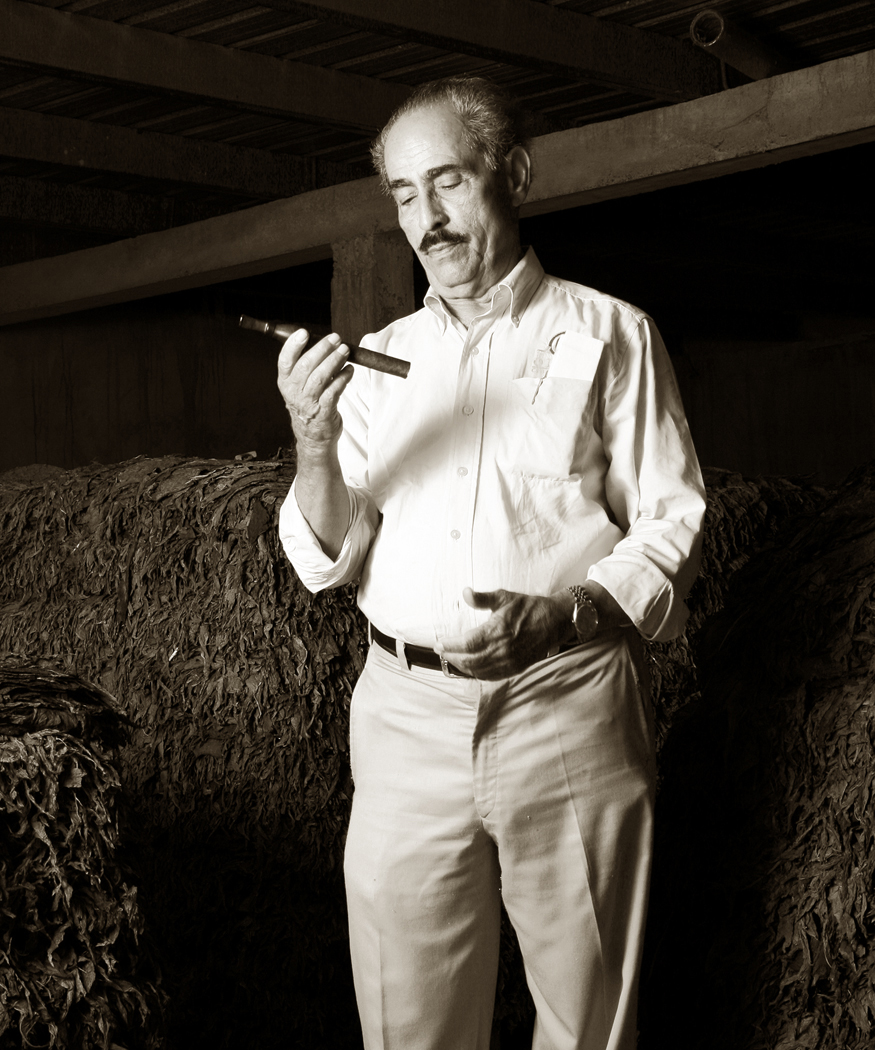 Gilberto F. Oliva Sr., the Oliva Cigar patriarch who weathered political storms to persist in the cigar world, dies at 86