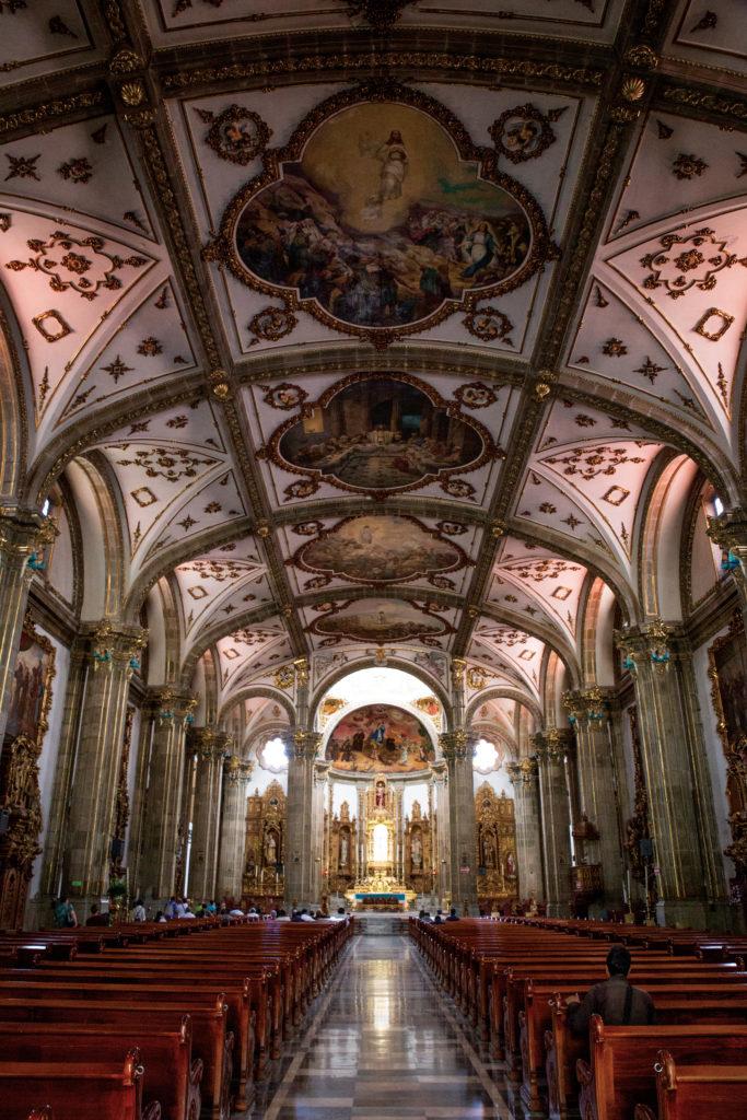 Iglesia de S an Juan Bautis ta at Plaza Hidal go